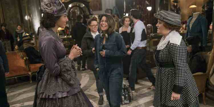 gal-gadot-patty-jenkins-and-lucy-davis-on-the-wonder-woman-set1