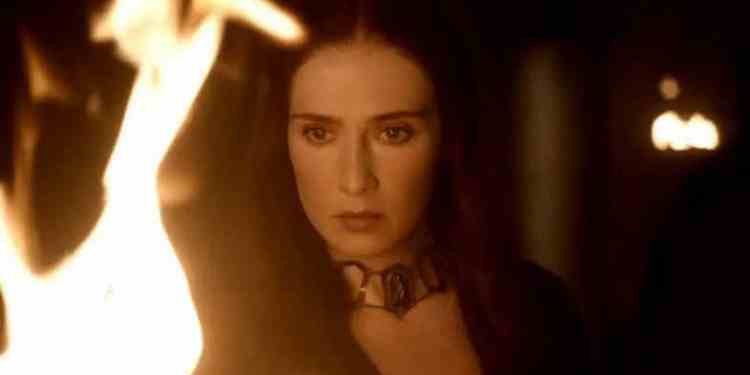 melisandre-looking-into-flames-game-of-thrones