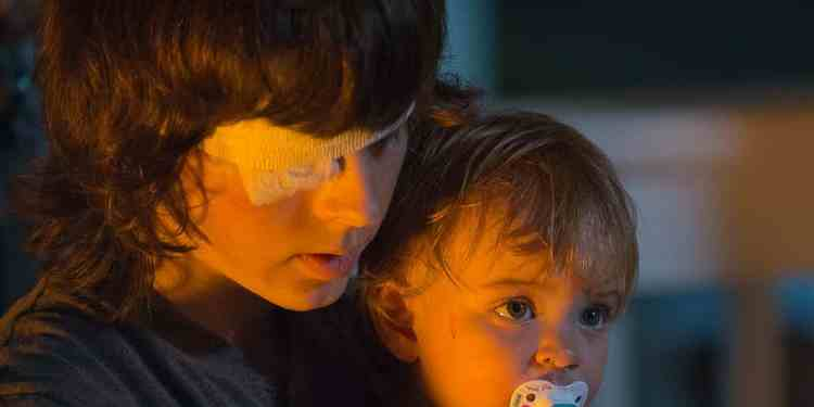 chandler-riggs-as-carl-grimes-and-a-baby-as-judith-in-the-walking-dead